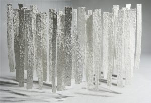 1 - Bosc Blanc, 2006. Instal.lació. Xarxa inox. pasta de paper i sal. 250x300x500 cm. Col.lecció Würth, Künzelsau. Alemanya