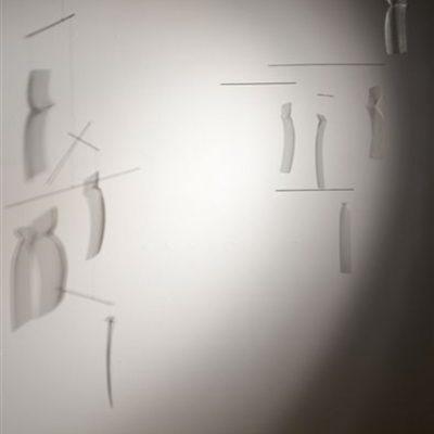 Joan-Costa.-Enllà-de-lombra-2010.-120x50x70-cm.-Xarxa-galvanitzada-i-acer-inox.