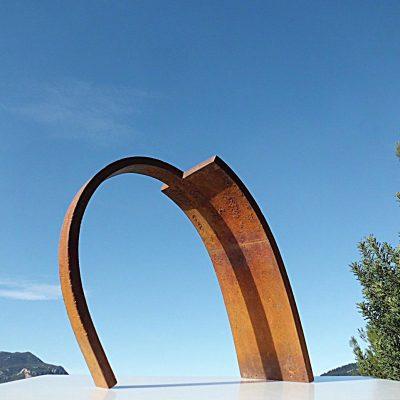 27 - Arco, 2011. Hierro fundido. 45'5x52x20 cm.