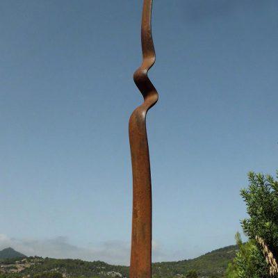 29 - Infinita, 2012. Hierro fundido. 125x22x24 cm.