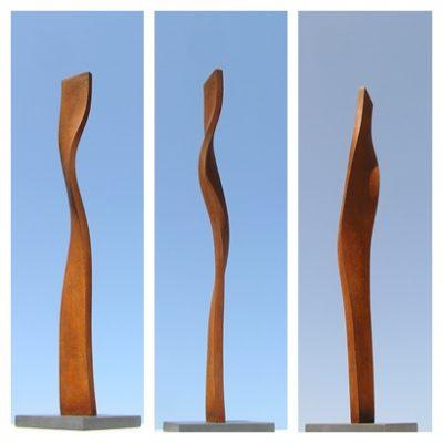 3 - Alga, 2011. Ferro fos. Iron cast. 112x12x12 cm.